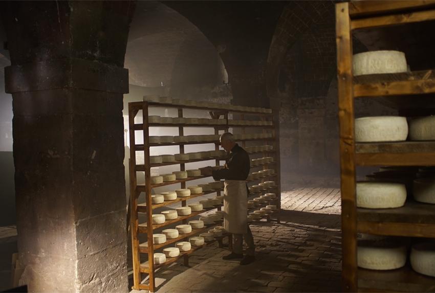 Las cavas de García Baquero: el origen de nuestros quesos con la tradición, innovación y el afinado del Maestro quesero